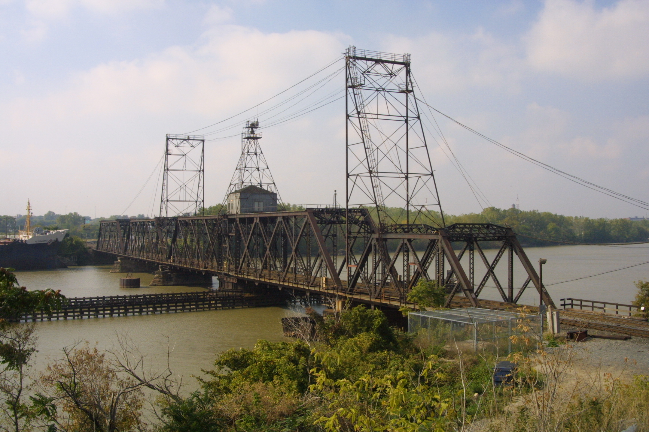 NS NYC Maumee River Bridge Toledo OH 0ctober, 2002